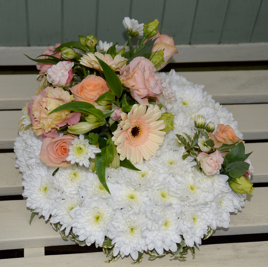 Blooming Chic Funeral Tribute Guide